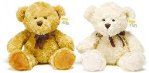 Nallen Stiffe är framtagen i ett samarbete mellan Teddykompaniet & Stiftelsen för Astrid Lindgrens Barnsjukhus
